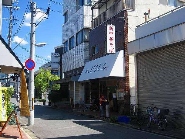 1.向いは寿司屋さん.jpg