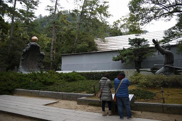10.大国主大神と兎の像.jpg