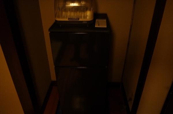 10.踏込みの右に冷蔵庫.jpg