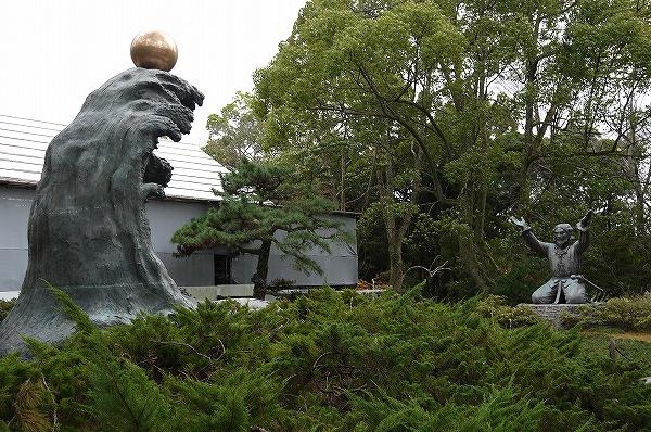 11.大国主大神と兎の像(2).jpg