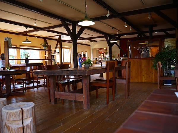 11.清潔なカフェスペース.jpg