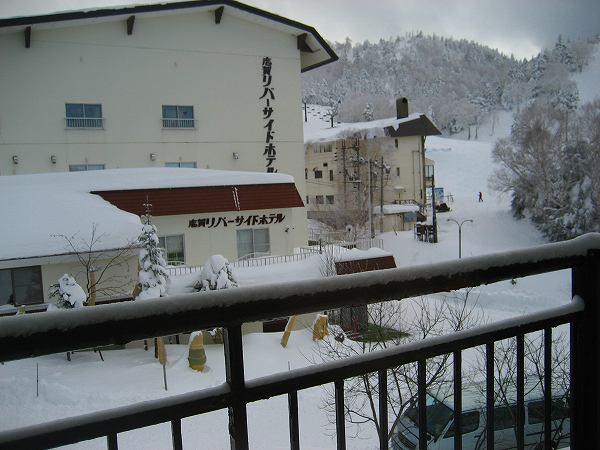 11.窓の外は別のホテル.jpg