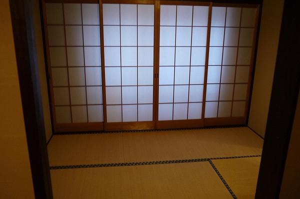 12.入ったら4畳半の前部屋.jpg