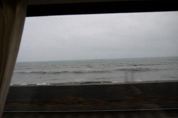 12.窓に見える海は.jpg