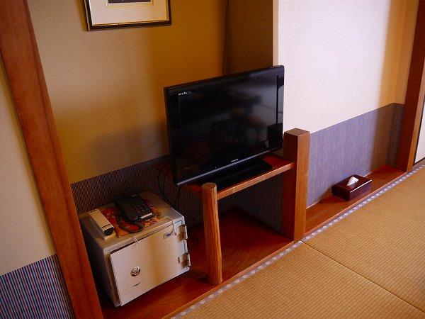 13.TVは東芝製.jpg