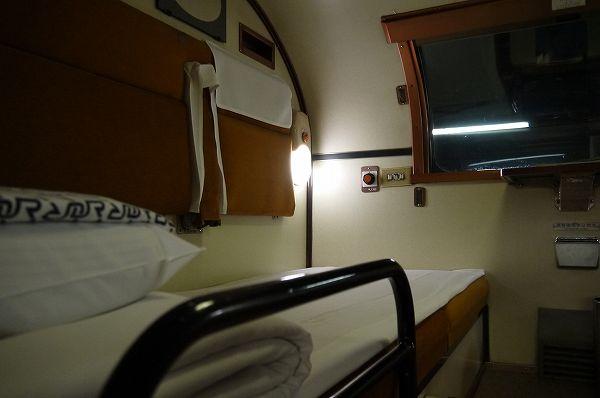 14.左側ベッド.jpg