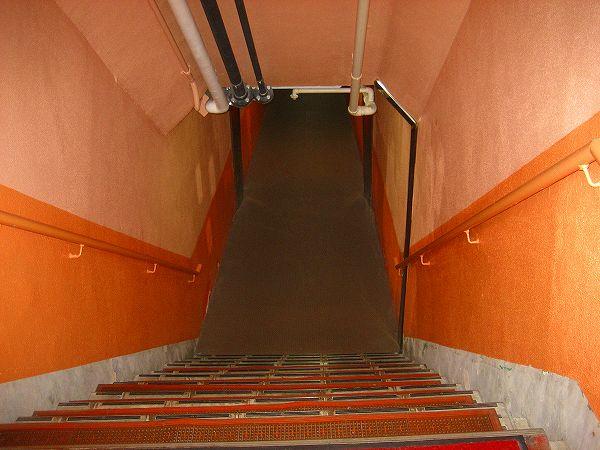 14.階段を下りて.jpg