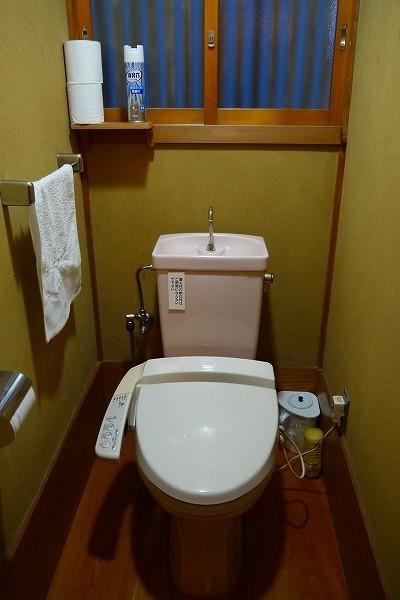 15.入口左脇にトイレ.jpg