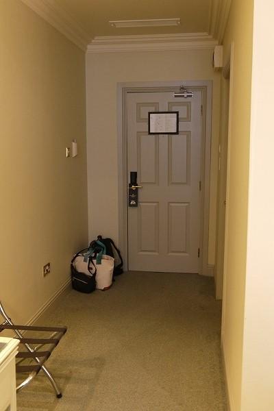 16.ドアを振り返る.jpg