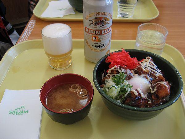 16.ビーチテラスで昼食.jpg