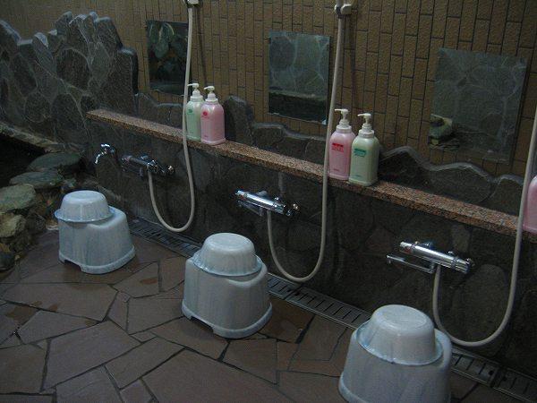 16.洗い場は4人分.jpg