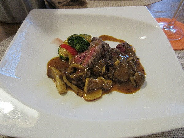 17.肉)イチボ肉のステーキ~きのこソース~.jpg