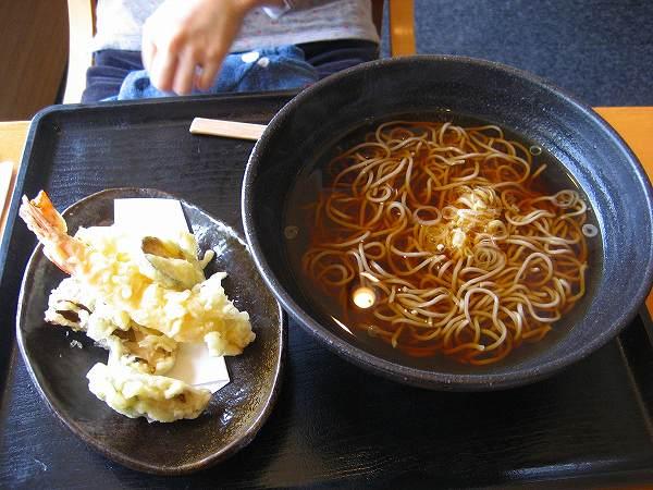 18.妻は天ぷら蕎麦.jpg
