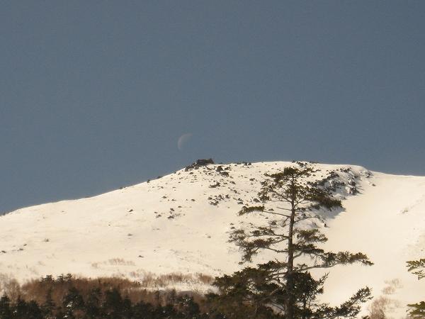 19.山頂にかかる月.jpg
