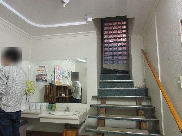 19.階段上に大浴場.jpg