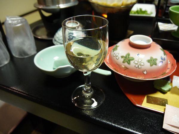 2.白ワインで乾杯.jpg