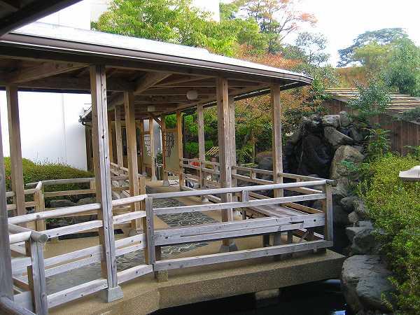 22.木製の渡り廊下を行く.jpg