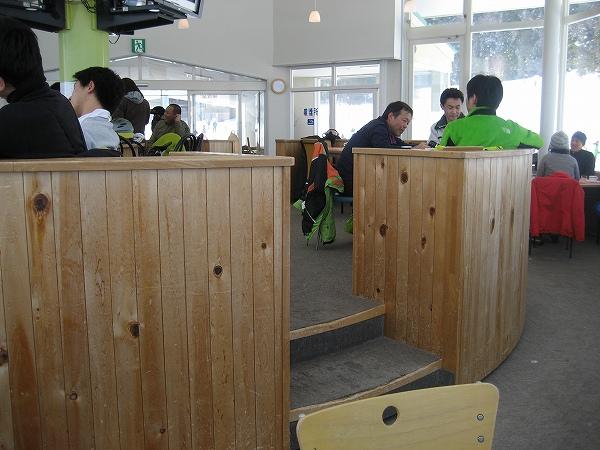 23.中央部が開店しているレストハウス.jpg