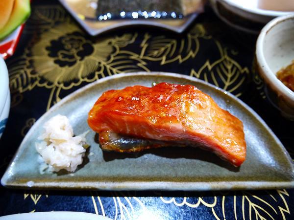 25.鱒の焼物とワサビ漬け.jpg