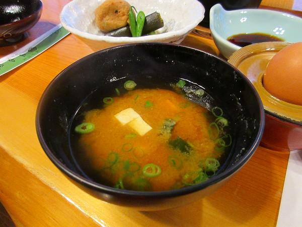 27.豆腐とわかめの味噌汁.jpg