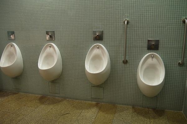 29.トイレ位置は高く.jpg