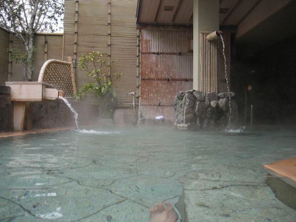 29.檜の露天風呂-1.jpg
