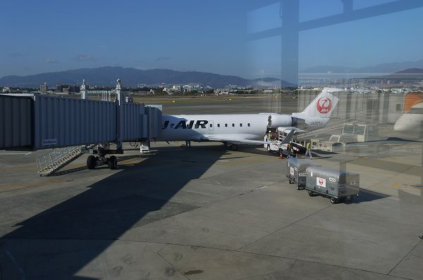 3.函館便は小さい機体.jpg