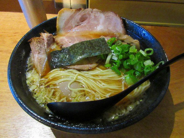 4.上魚介煮干し醤油ラーメン(肉増し・味玉付).jpg