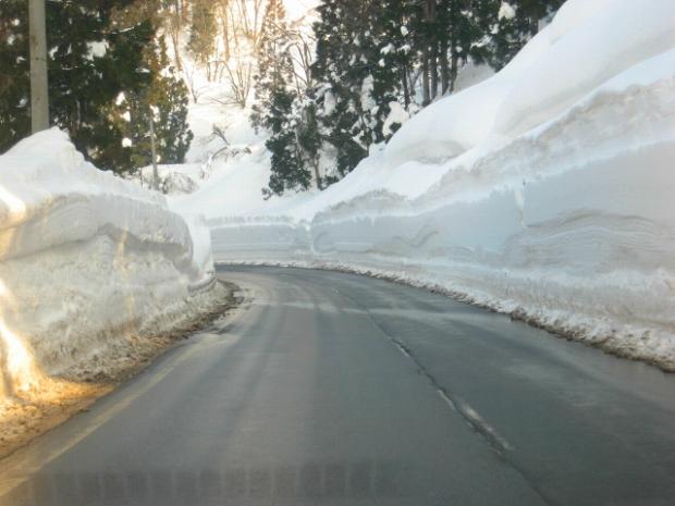 4.雪の壁.jpg