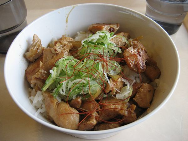 4.鶏ちゃん丼.jpg