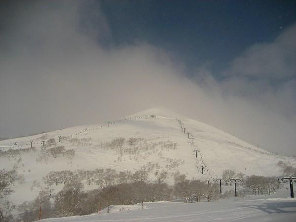 7.山頂近くへのリフト.jpg