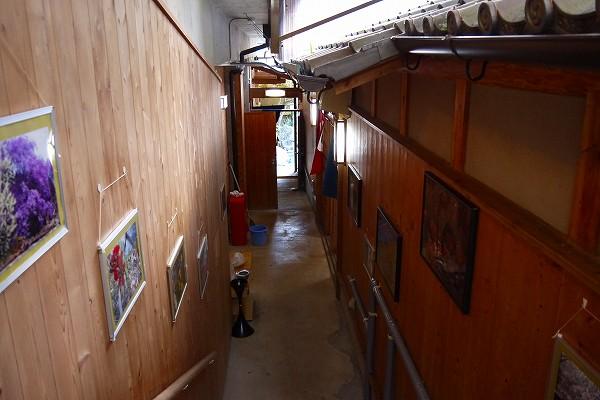 7.階段下にお風呂が並びます.jpg