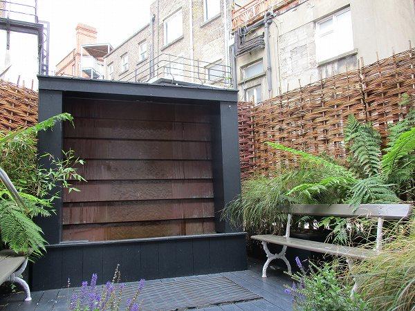 8.AVOCAの裏庭.jpg