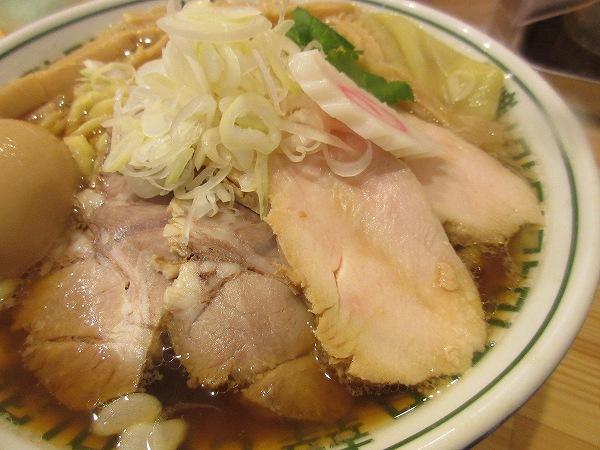 8.鶏と豚のチャーシュー.jpg