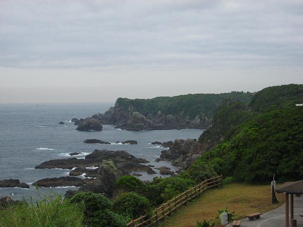 樫野崎灯台から潮岬.jpg