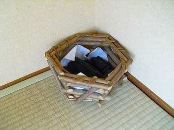 11-2.部屋の隅の炭.jpg