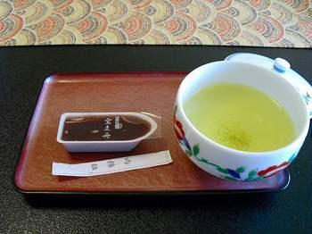 12.お茶と羊羹.jpg