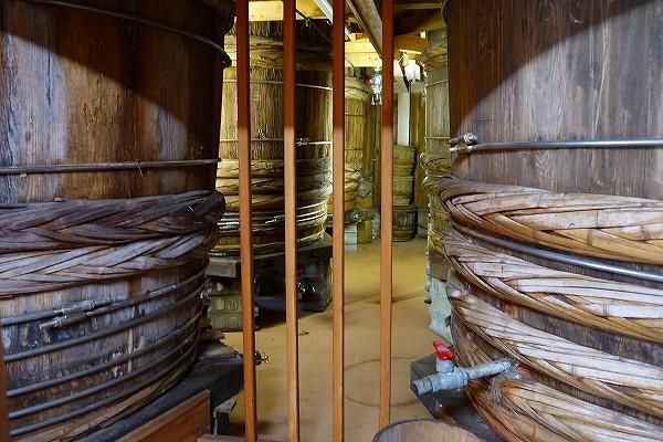14.巨大な杉樽.jpg