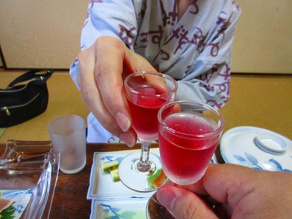 2.赤紫蘇梅酒で乾杯.jpg