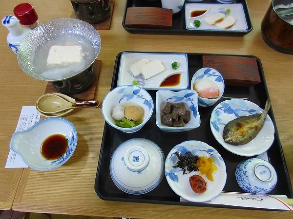 25.朝食(魚は鮎の干物).jpg