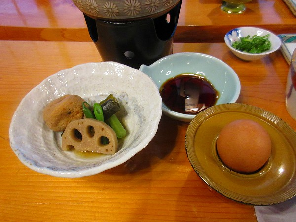 25.野菜炊き合わせと生卵.jpg