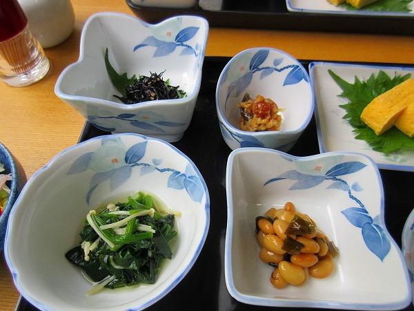 3.ひじき、おひたし、金山寺味噌、煮豆.jpg