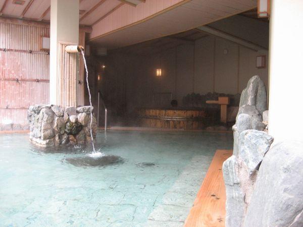 30.檜の露天風呂-2.jpg