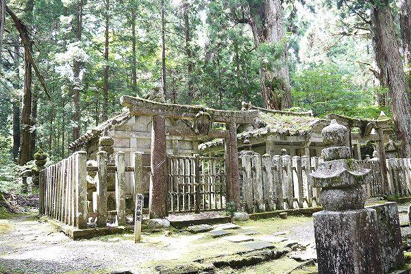 33.お万の方の墓所.jpg
