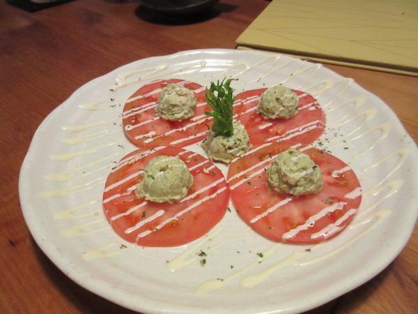 5.ほぐし蒸し鶏とアボガドのタルタル・トマトスライス重ね.JPG