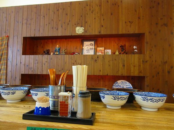 75.つけ麺の器が並ぶ.jpg