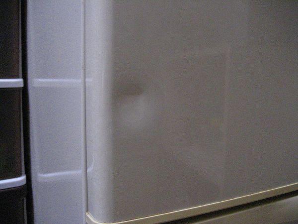 冷蔵庫の凹み.jpg